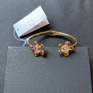 Gold bangle flower NWT